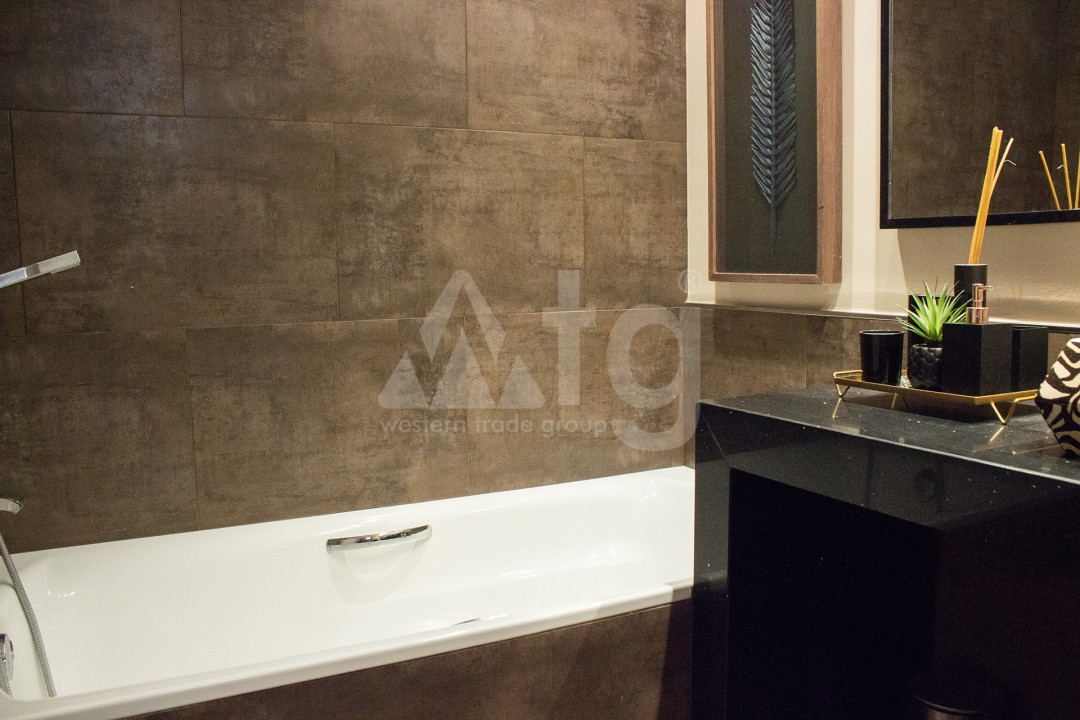 2 bedroom Apartment in Torrevieja - W8728 - 37