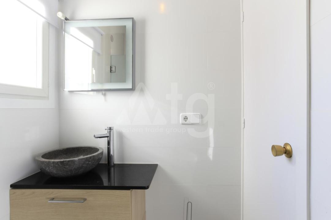 4 bedroom Duplex in Torrevieja  - NH110060 - 23