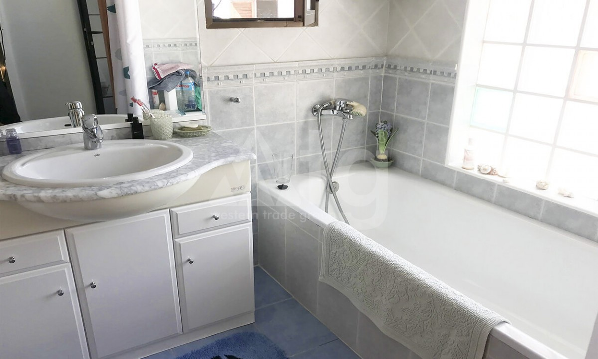 3 bedroom Apartment in Torrevieja  - W5046 - 13