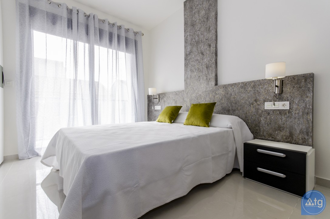 4 bedroom Apartment in Torrevieja  - AG4207 - 12