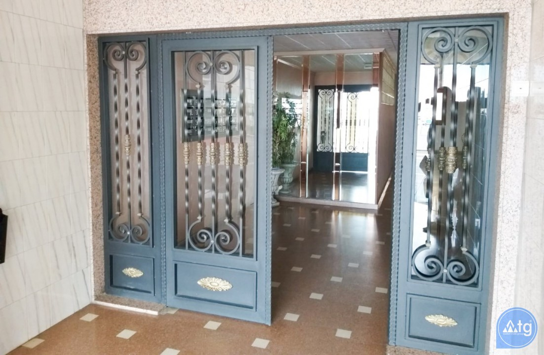 3 bedroom Apartment in Torrevieja  - W8709 - 27