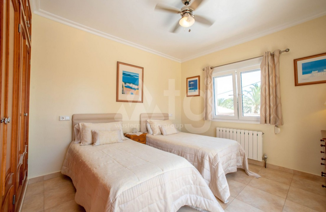 4 bedroom Villa in Cabo Roig  - B1344 - 17