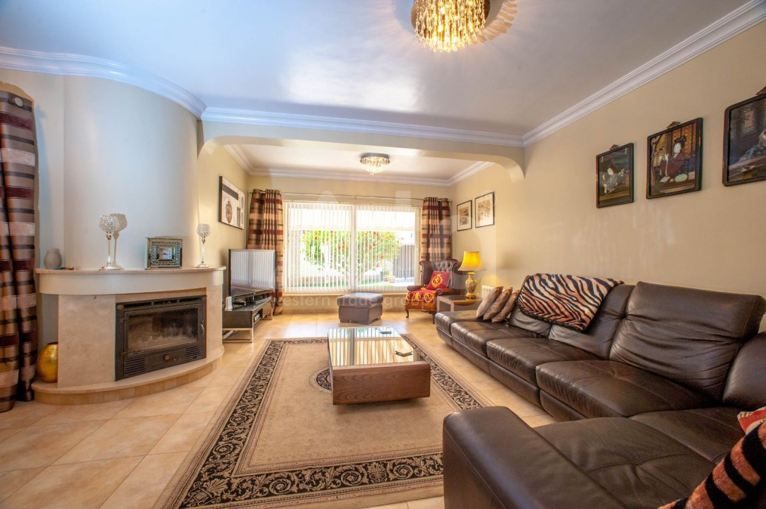 4 bedroom Villa in Cabo Roig  - B1344 - 1