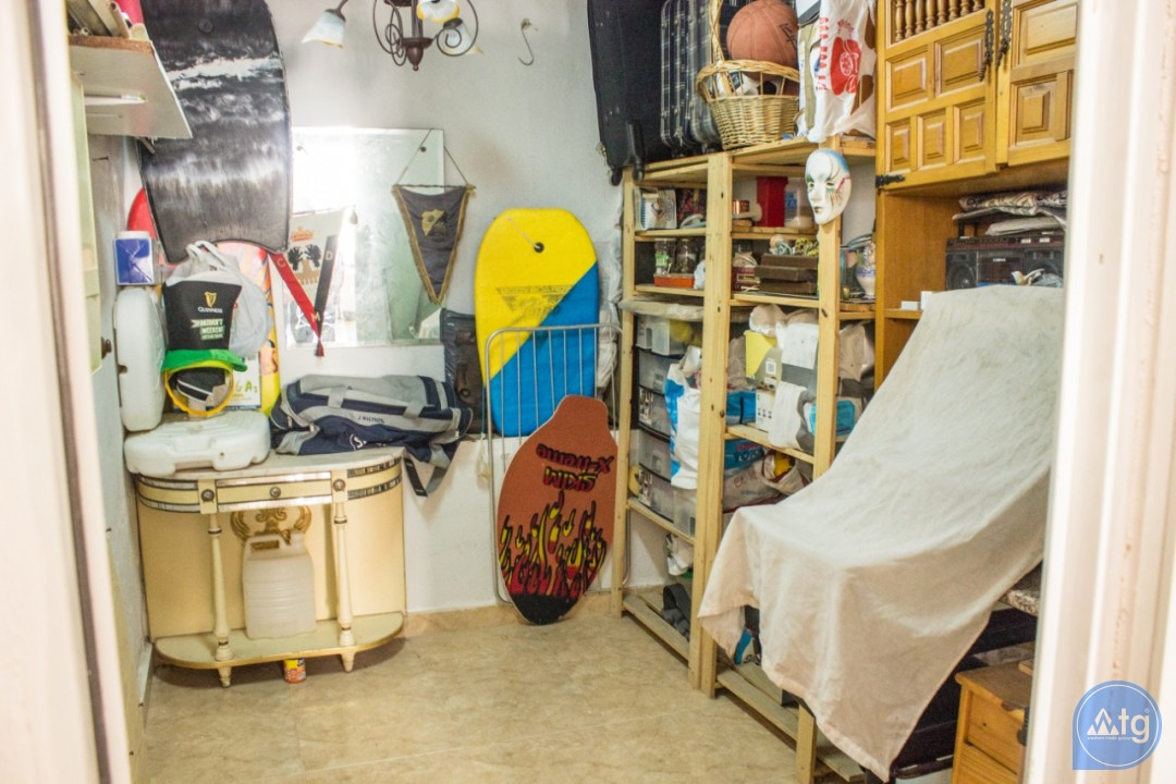 2 bedroom Apartment in Torrevieja  - W8662 - 23