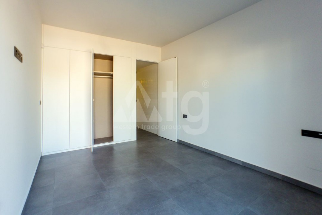 2 bedroom Apartment in Torrevieja  - W8663 - 4