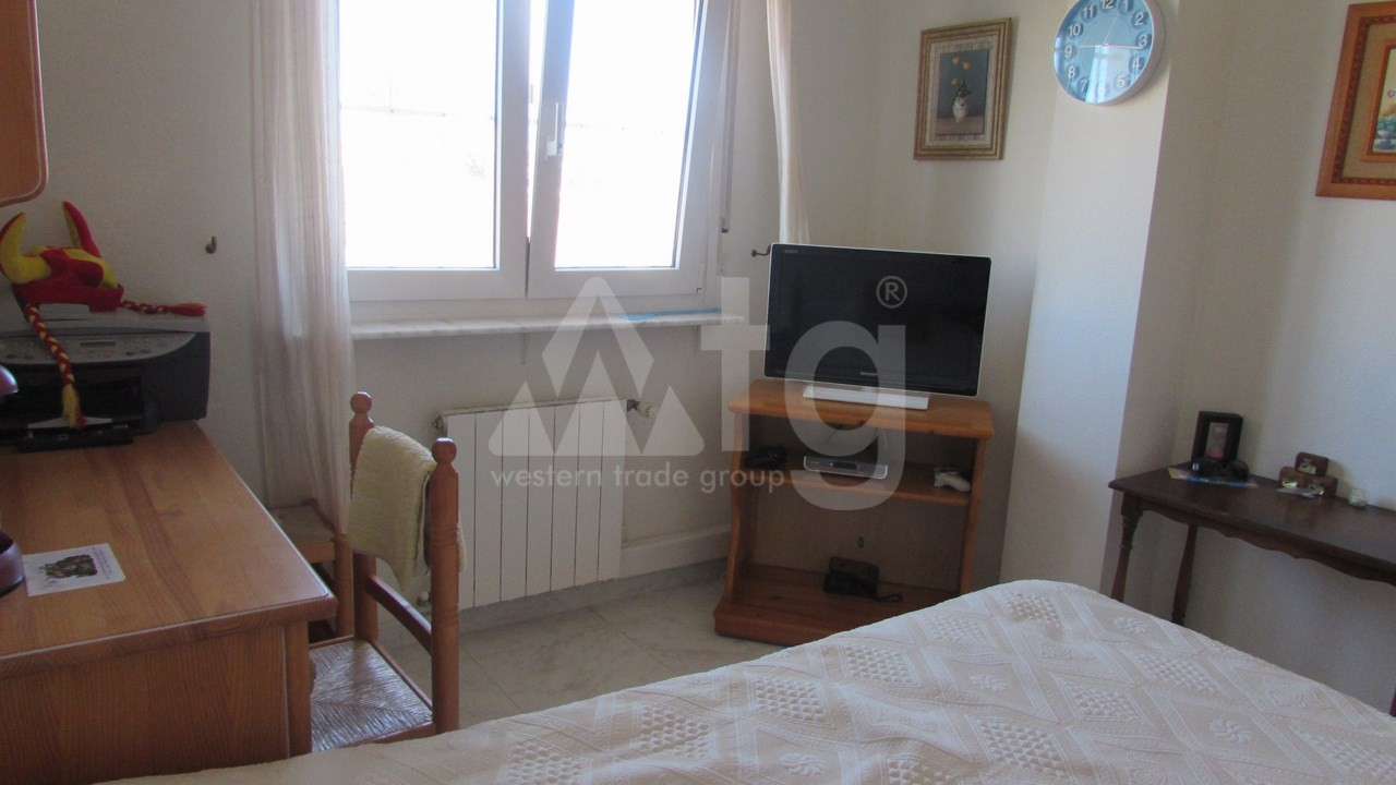 4 bedroom Villa in Torrevieja  - AG7059 - 16