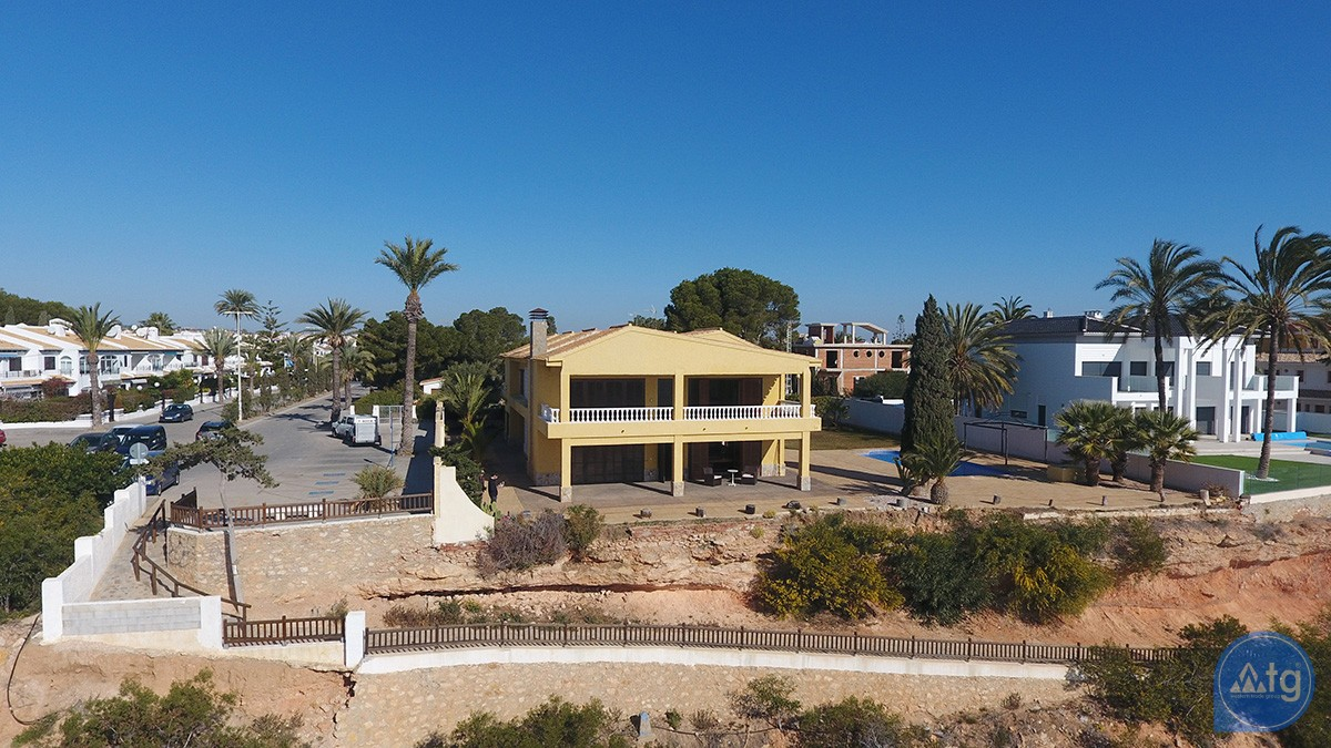 6 bedroom Villa in Cabo Roig  - VCR119571 - 12