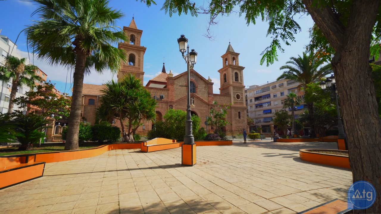 Penthouse de 2 chambres à Torrevieja - AG8429 - 28