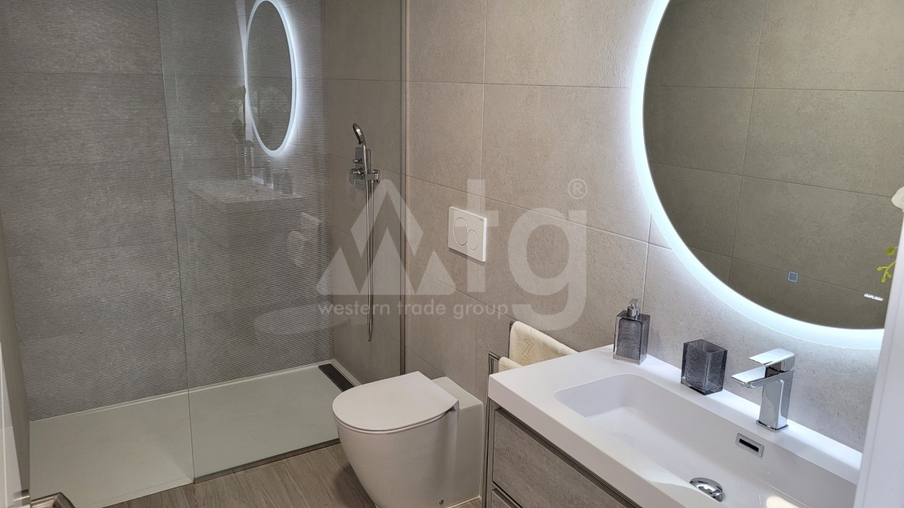 3 bedroom Penthouse in Punta Prima  - TRI117464 - 15