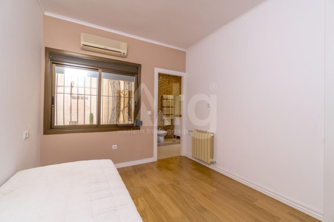 5 bedroom Villa in Punta Prima  - B1019 - 17