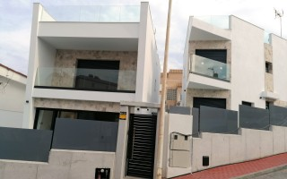 3 bedroom Townhouse in Torrevieja  - US115930