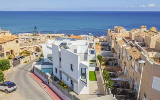3 bedroom Townhouse in Torrevieja  - US115930