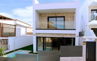 3 bedroom Townhouse in Torrevieja  - US115931