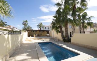 3 bedroom Villa in Torrevieja  - B3354