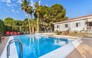 4 bedroom Villa in Los Balcones  - B3146