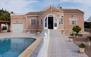 4 bedroom Villa in Torrevieja  - CBH475
