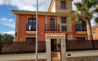 4 bedroom Villa in Torrevieja  - CBH478