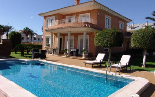 4 bedroom Villa in Torrevieja  - CRR15740682344