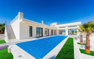 4 bedroom Villa in Torrevieja  - TT101028