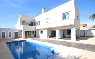 5 bedroom Villa in Torrevieja  - CRR94348492344