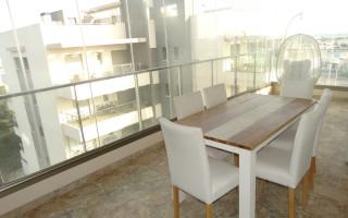 Appartement de 2 chambres à Torrevieja - AGI115580