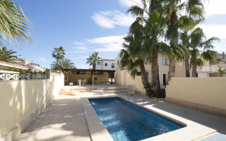 Appartement de 3 chambres à Villamartin - NS8299