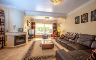 4 bedroom Villa in Cabo Roig  - B1344