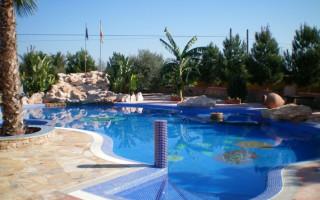 Bungalow cu 3 dormitoare în Torrevieja  - AGI115461