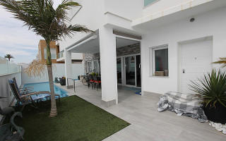 2 bedroom Apartment in Playa Flamenca  - TR114338