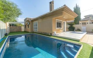 Appartement de 2 chambres à Torrevieja - AGI115590