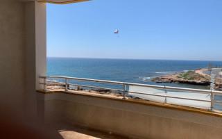 Appartement de 2 chambres à Torrevieja - AGI115481