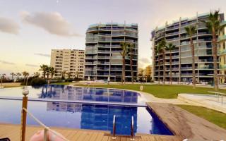 Appartement de 3 chambres à Torrevieja - ERF115831