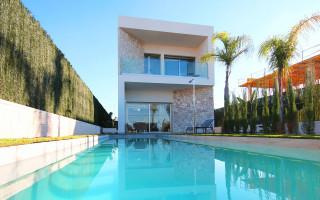 3 bedroom Villa in Torrevieja - AGI2598