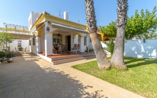 Appartement de 2 chambres à Torrevieja - AGI115600