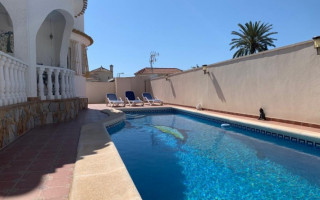 Appartement de 2 chambres à Torrevieja - AGI115476