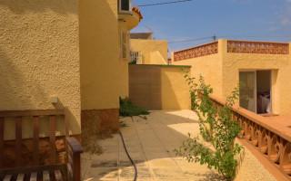 Appartement de 2 chambres à Torrevieja - AGI115576
