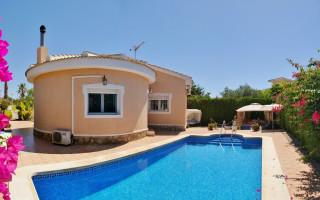 Apartamento de 2 habitaciones en Torrevieja  - AGI6076