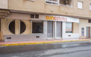 Spaţiu comercial cu 3 dormitoare în Torrevieja  - MS4456