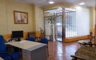 Spaţiu comercial cu  în Torrevieja - TT100967