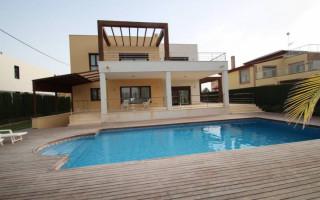 Villa de 3 habitaciones en Ciudad Quesada  - AGI8574