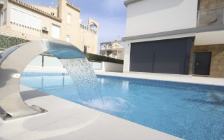 4 bedroom Villa in Dehesa de Campoamor  - AGI3987