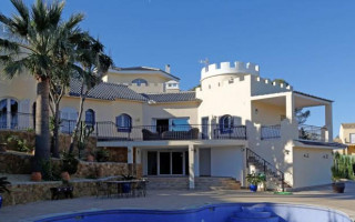 3 bedroom Apartment in Villajoyosa  - QUA8623
